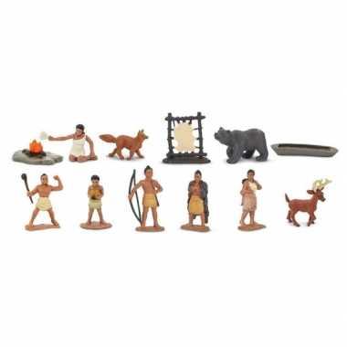 Plastic poppetjes van indianen en dieren